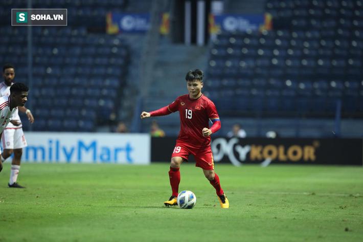 Khoảnh khắc nhảy múa giữa hàng thủ UAE của Quang Hải được báo châu Á so sánh với Messi - Ảnh 2.