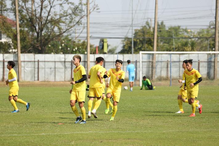 HLV Park Hang-seo trầm ngâm trong buổi tập sau trận hòa U23 UAE - Ảnh 4.