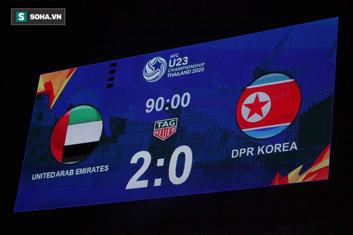 Cầu thủ Triều Tiên đổ gục xuống sân, ôm đầu vật vã sau khi bị loại khỏi VCK U23 châu Á - Ảnh 2.