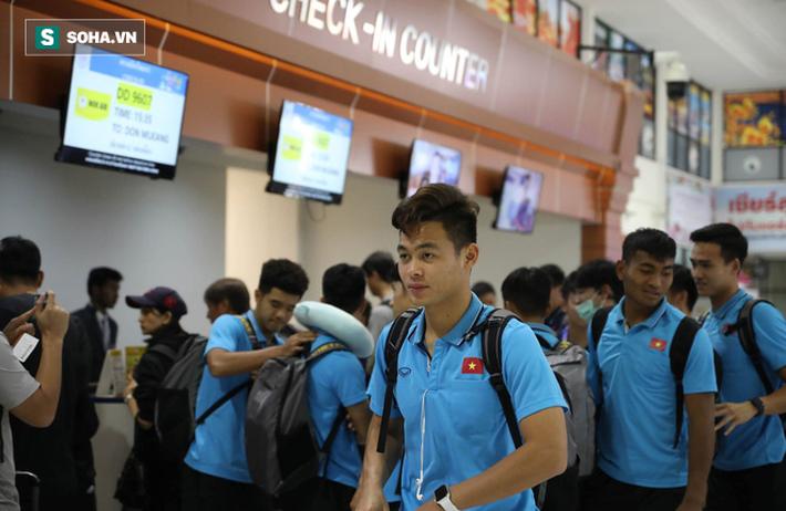 Thầy Park mệt mỏi, U23 Việt Nam lặng lẽ về Bangkok chuẩn bị quyết đấu Triều Tiên - Ảnh 2.