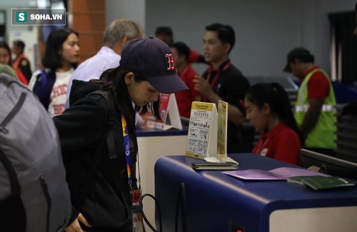 Thầy Park mệt mỏi, U23 Việt Nam lặng lẽ về Bangkok chuẩn bị quyết đấu Triều Tiên - Ảnh 3.