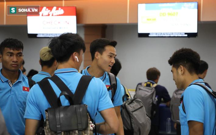 Thầy Park mệt mỏi, U23 Việt Nam lặng lẽ về Bangkok chuẩn bị quyết đấu Triều Tiên - Ảnh 8.