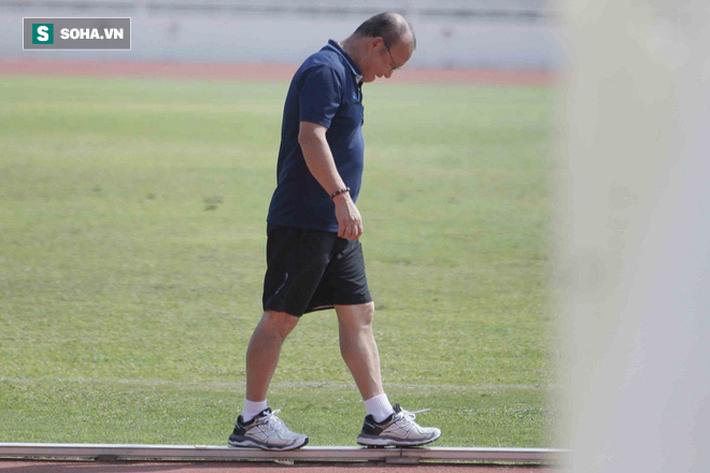 Thầy Park phân thân, lộ rõ vẻ trầm ngâm ở buổi tập cuối của U23 Việt Nam tại Buriram - Ảnh 6.