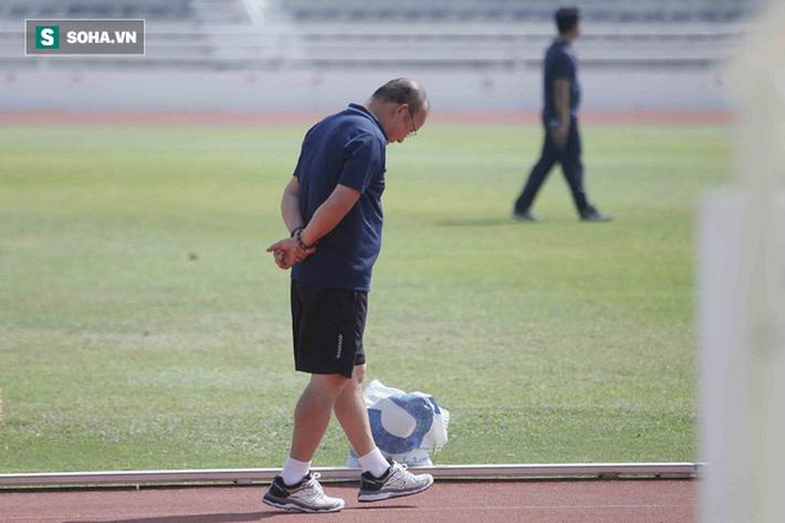 Thầy Park phân thân, lộ rõ vẻ trầm ngâm ở buổi tập cuối của U23 Việt Nam tại Buriram - Ảnh 7.