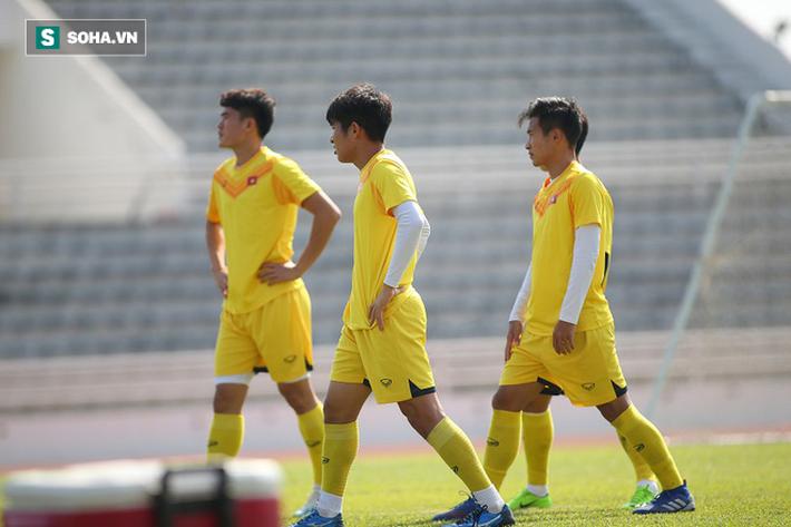 Thầy Park phân thân, lộ rõ vẻ trầm ngâm ở buổi tập cuối của U23 Việt Nam tại Buriram - Ảnh 8.