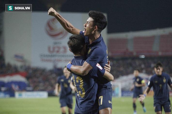 U23 Thái Lan ăn mừng cực sung, tri ân nhóm CĐV đặc biệt sau tấm vé lịch sử ở U23 châu Á - Ảnh 1.