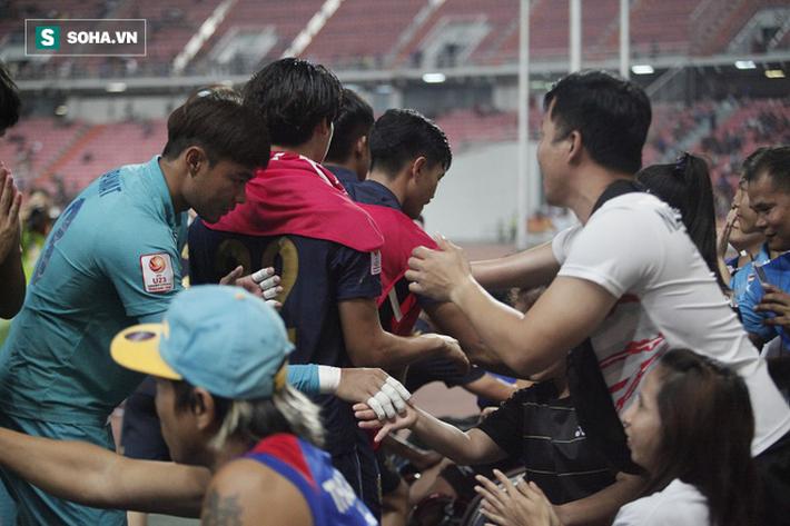 U23 Thái Lan ăn mừng cực sung, tri ân nhóm CĐV đặc biệt sau tấm vé lịch sử ở U23 châu Á - Ảnh 6.