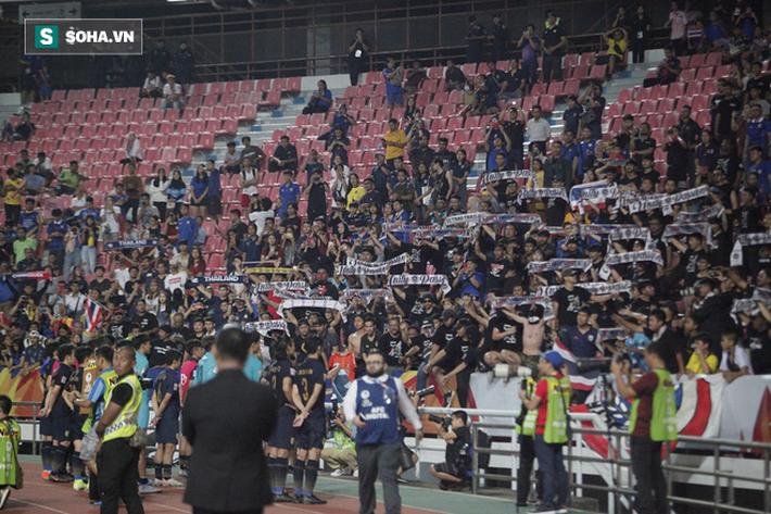 U23 Thái Lan ăn mừng cực sung, tri ân nhóm CĐV đặc biệt sau tấm vé lịch sử ở U23 châu Á - Ảnh 8.