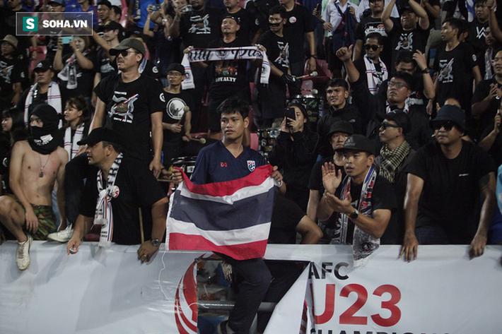 U23 Thái Lan ăn mừng cực sung, tri ân nhóm CĐV đặc biệt sau tấm vé lịch sử ở U23 châu Á - Ảnh 11.