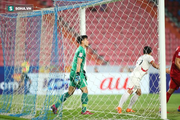 Bùi Tiến Dũng mắc lỗi tai hại khiến U23 Việt Nam nhận bàn thua ngỡ ngàng - Ảnh 2.