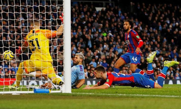 Sergio Aguero ghi bàn thứ 250, Man City rơi chiến thắng sân nhà  - Ảnh 3.