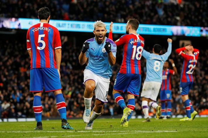 Sergio Aguero ghi bàn thứ 250, Man City rơi chiến thắng sân nhà  - Ảnh 4.