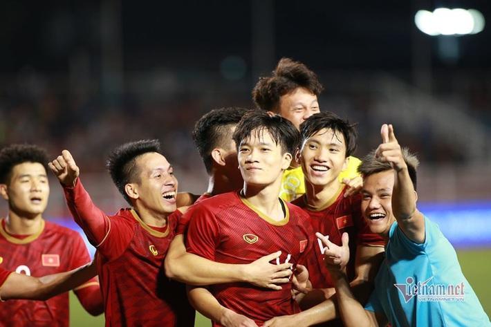 U23 Việt Nam chiến U23 châu Á: Lột xác và bay cao! - Ảnh 1.