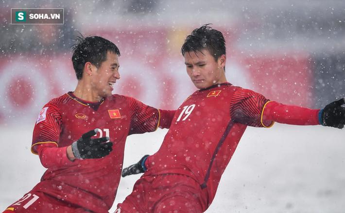 HLV Park Hang-seo bị Kiatisak vượt mặt, Việt Nam góp 3 cầu thủ xuất sắc nhất Đông Nam Á - Ảnh 2.