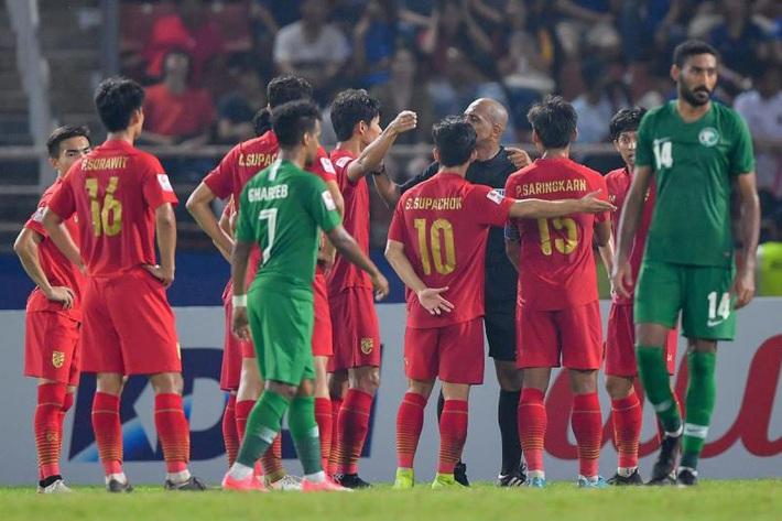 AFC chính thức lên tiếng về quả penalty tranh cãi khiến U23 Thái Lan tan mộng Olympic - Ảnh 1.