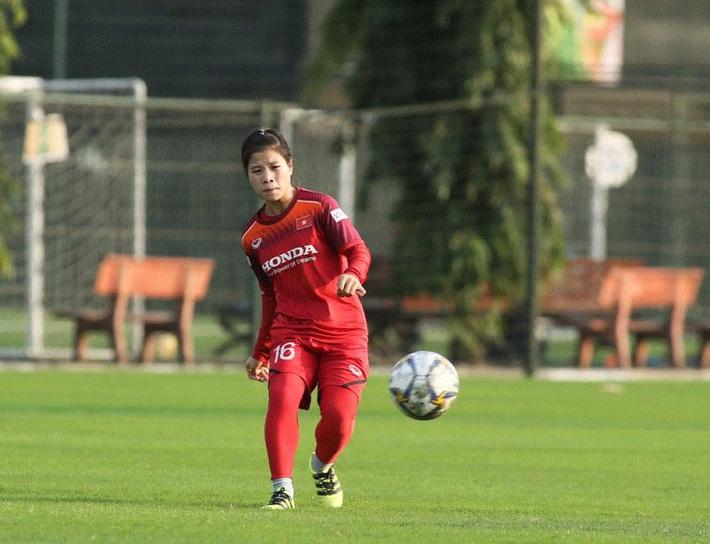 Đội trưởng Huỳnh Như: Tuyển nữ Việt Nam có tinh thần tốt, hy vọng vượt vòng loại Olympic - Ảnh 2.