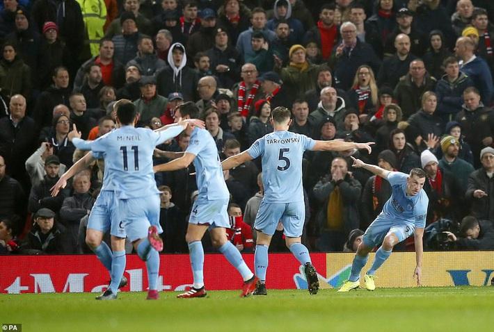 Huyền thoại Man United phải buông lời cay đắng khi Quỷ đỏ nhận thêm cú sốc trên sân nhà - Ảnh 1.