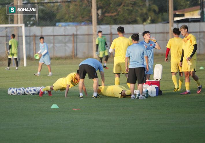 U23 Việt Nam vừa đến Buriram tập buổi đầu, sao trẻ HAGL đã bị thầy Park ra án phạt riêng - Ảnh 9.