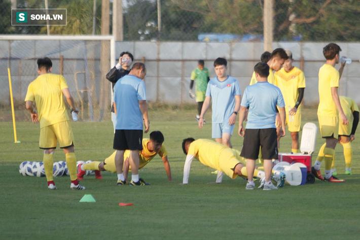 U23 Việt Nam vừa đến Buriram tập buổi đầu, sao trẻ HAGL đã bị thầy Park ra án phạt riêng - Ảnh 7.