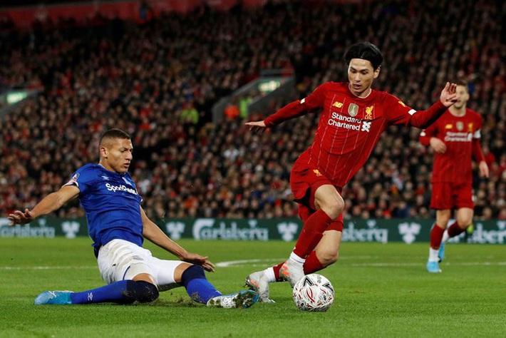 Tiền đạo Nhật Bản được khen hết lời sau màn ra mắt Liverpool - Ảnh 1.