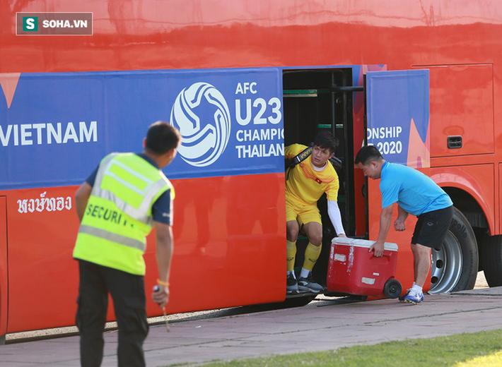 U23 Việt Nam vừa đến Buriram tập buổi đầu, sao trẻ HAGL đã bị thầy Park ra án phạt riêng - Ảnh 1.