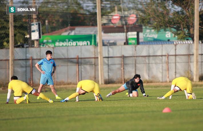 U23 Việt Nam vừa đến Buriram tập buổi đầu, sao trẻ HAGL đã bị thầy Park ra án phạt riêng - Ảnh 2.