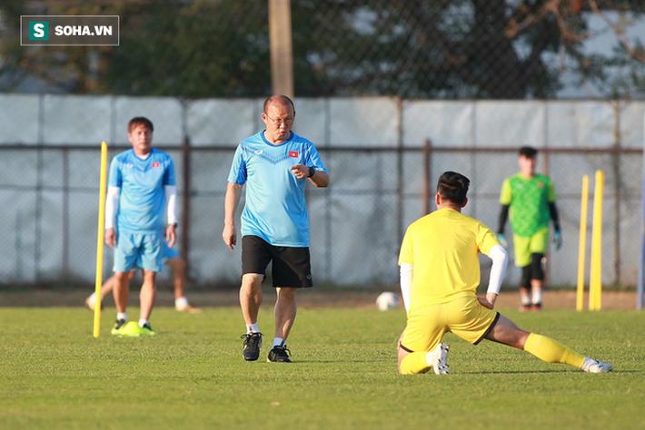 U23 Việt Nam vừa đến Buriram tập buổi đầu, sao trẻ HAGL đã bị thầy Park ra án phạt riêng - Ảnh 5.
