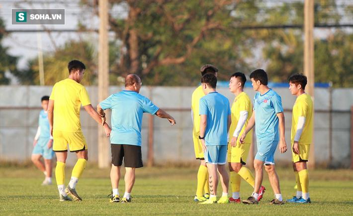 U23 Việt Nam vừa đến Buriram tập buổi đầu, sao trẻ HAGL đã bị thầy Park ra án phạt riêng - Ảnh 6.