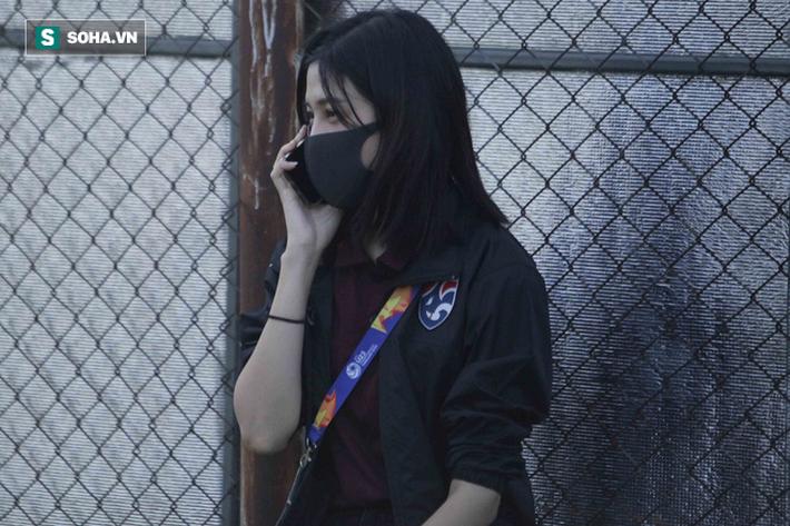 Hot girl dẫn đoàn U23 châu Á ngại ngùng, tránh lộ mặt sau sự nổi tiếng bất ngờ ở Việt Nam - Ảnh 4.
