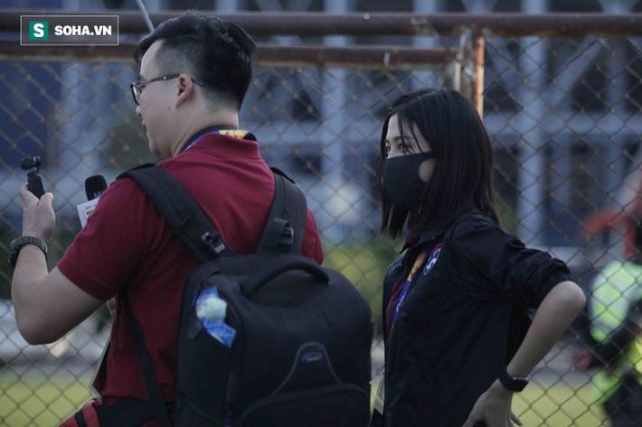 Hot girl dẫn đoàn U23 châu Á ngại ngùng, tránh lộ mặt sau sự nổi tiếng bất ngờ ở Việt Nam - Ảnh 5.