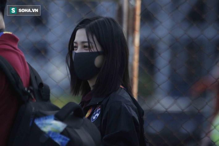 Hot girl dẫn đoàn U23 châu Á ngại ngùng, tránh lộ mặt sau sự nổi tiếng bất ngờ ở Việt Nam - Ảnh 7.