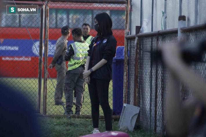 Hot girl dẫn đoàn U23 châu Á ngại ngùng, tránh lộ mặt sau sự nổi tiếng bất ngờ ở Việt Nam - Ảnh 6.