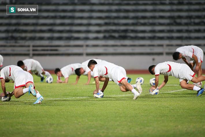 U23 Triều Tiên luyện tập nghiêm khắc, cầu thủ mắc lỗi lập tức phải chịu phạt - Ảnh 4.
