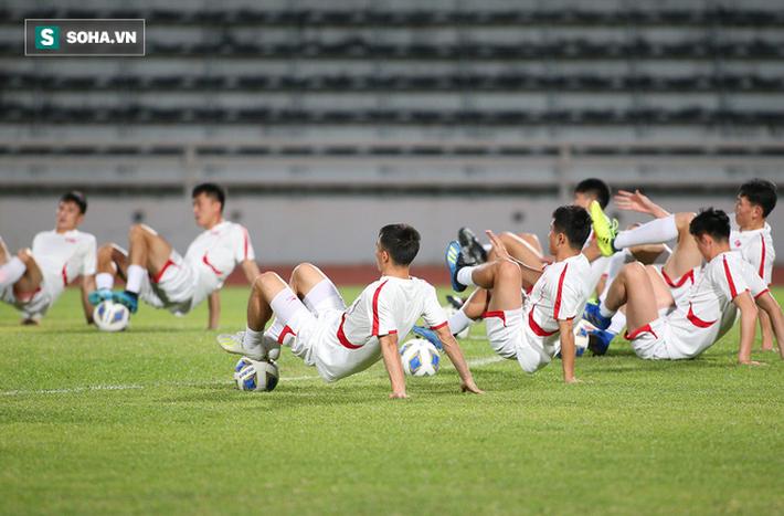 U23 Triều Tiên luyện tập nghiêm khắc, cầu thủ mắc lỗi lập tức phải chịu phạt - Ảnh 3.