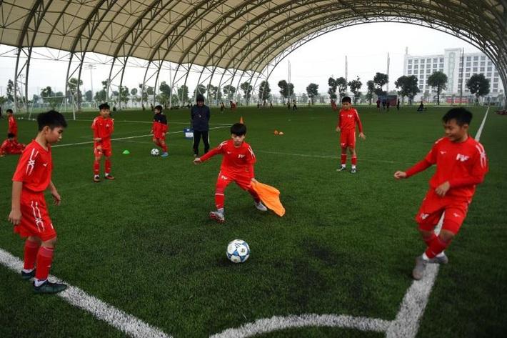 Báo quốc tế ấn tượng với PVF, chỉ cách giúp bóng đá Việt Nam nâng tầm - Ảnh 1.