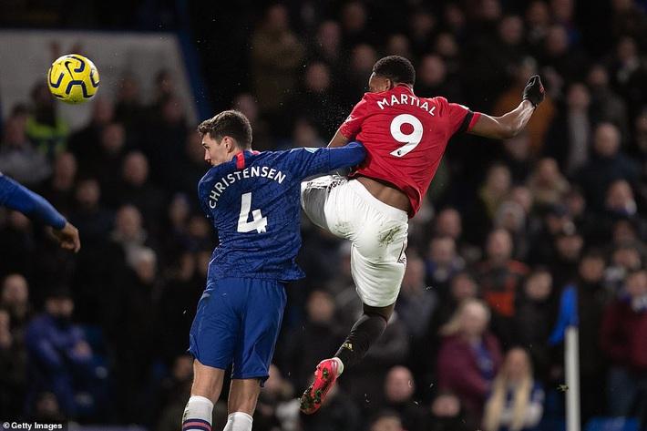 2 lần được VAR giúp sức, Man United quật ngã Chelsea bằng những miếng đòn bất ngờ - Ảnh 2.