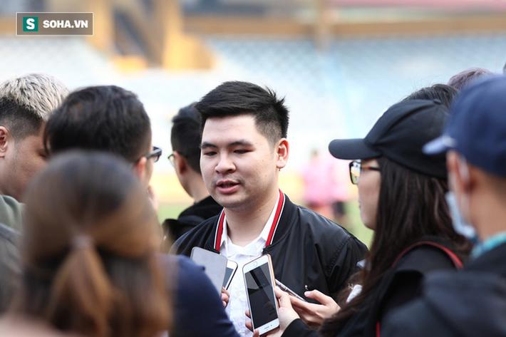 Con trai sinh năm 1995 của bầu Hiển: Chủ tịch CLB Hà Nội là vị trí rất áp lực - Ảnh 1.