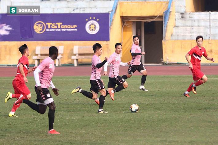 Quang Hải vắng mặt, nhiều khán giả việt vị tại Hàng Đẫy khi Hà Nội đấu Viettel - Ảnh 5.