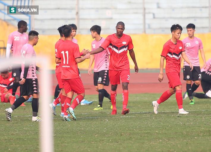 Quang Hải vắng mặt, nhiều khán giả việt vị tại Hàng Đẫy khi Hà Nội đấu Viettel - Ảnh 7.