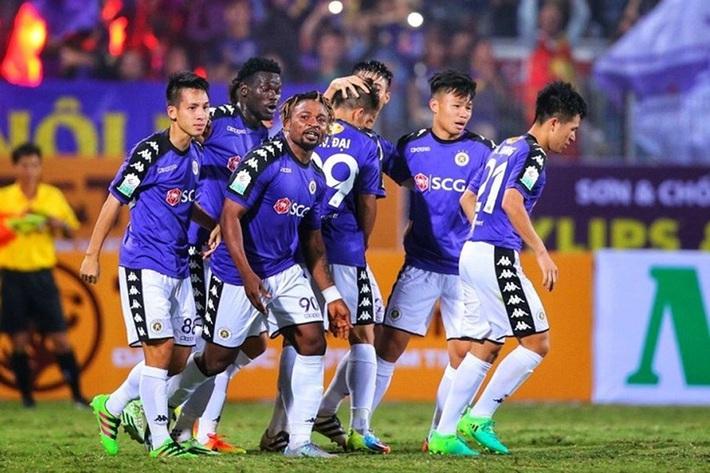 Than khó vì bị hoãn lịch đá Siêu cúp nhưng sếp lớn Hà Nội FC vẫn ủng hộ chống virus corona - Ảnh 1.