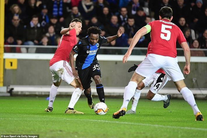 Dùng đội hình lạ lẫm, Man United suýt phải ôm hận giống Công Phượng - Ảnh 2.