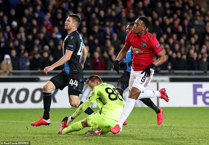 Dùng đội hình lạ lẫm, Man United suýt phải ôm hận giống Công Phượng - Ảnh 3.