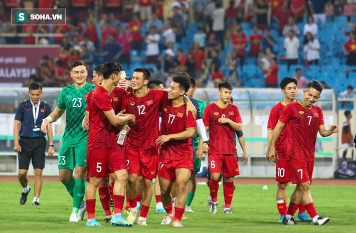 Đội tuyển Việt Nam liệu có gặp khó trước Malaysia khi V.League dời lịch vì dịch cúm? - Ảnh 1.