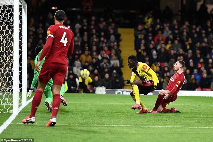 Thua sốc đội top cuối, Liverpool chính thức tan mộng giành Cúp Vàng Premier League - Ảnh 2.