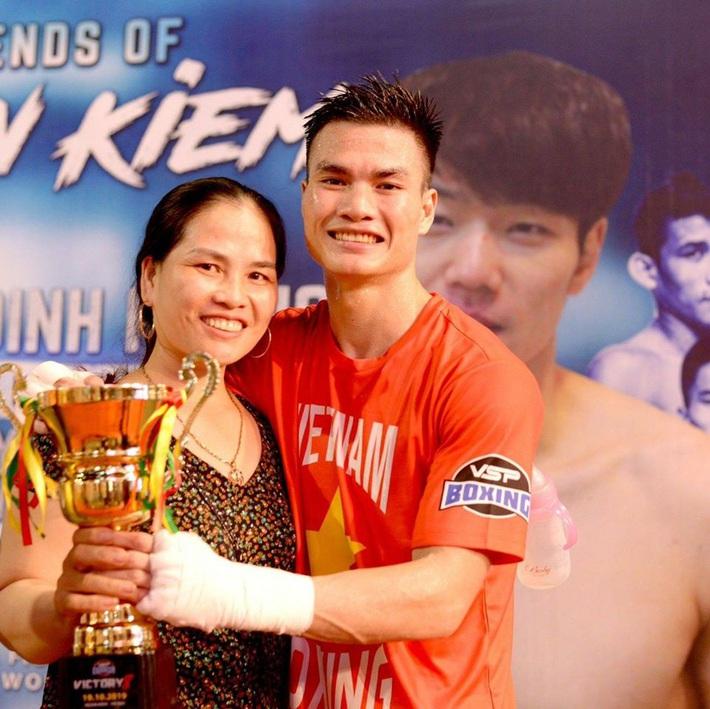 Võ sĩ Việt Nam xuất thần đấm gục đối thủ Thái Lan sau 30 giây để đoạt vé dự Olympic - Ảnh 3.