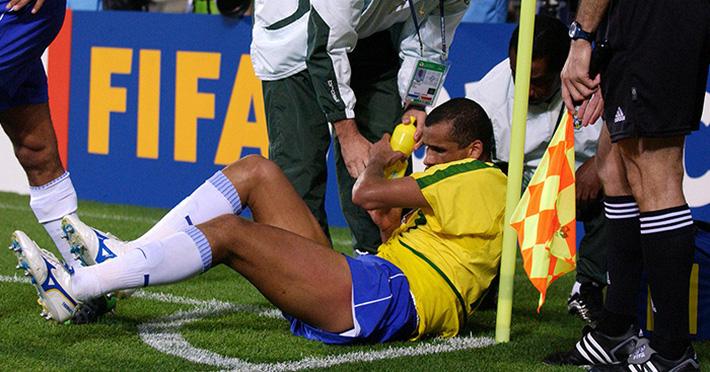 Trong khi Ronaldinho đi tù, Adriano chui rúc, Rivaldo làm giàu từ vụ cướp 20 năm về trước - Ảnh 1.