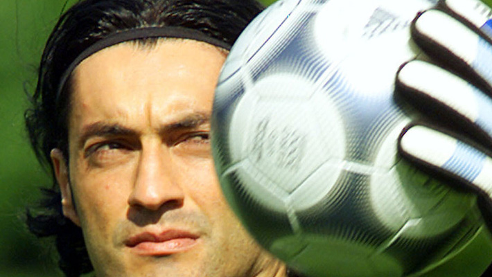 Bết bát hơn cả Ronaldinho, chơi lớn phá sạch, Victor Baia phải đi ăn trộm kiếm sống - Ảnh 1.