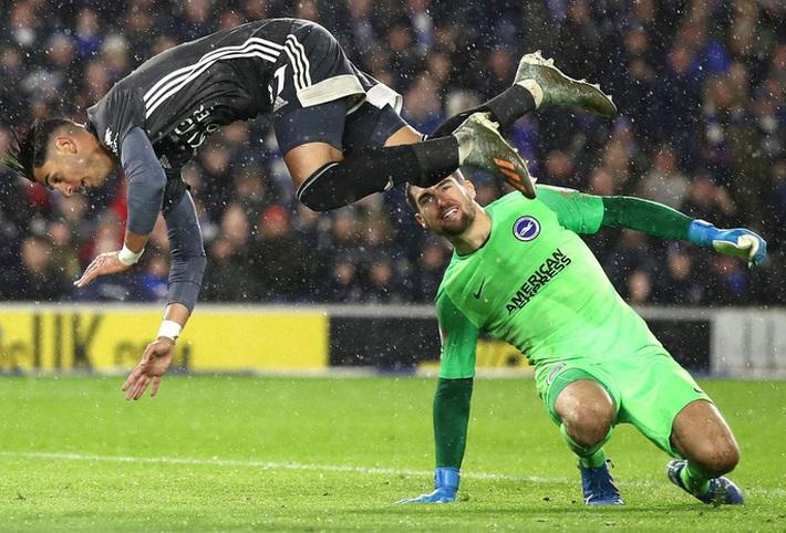 Ngoại hạng Anh 2019-2020: Những khoảnh khắc tuyệt đẹp giữa mùa Covid-19 - Ảnh 1.