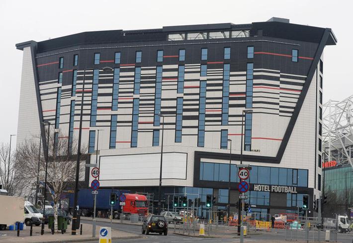 Ông bầu Chelsea hiến khách sạn làm đại bản doanh chống Covid-19 - Ảnh 5.