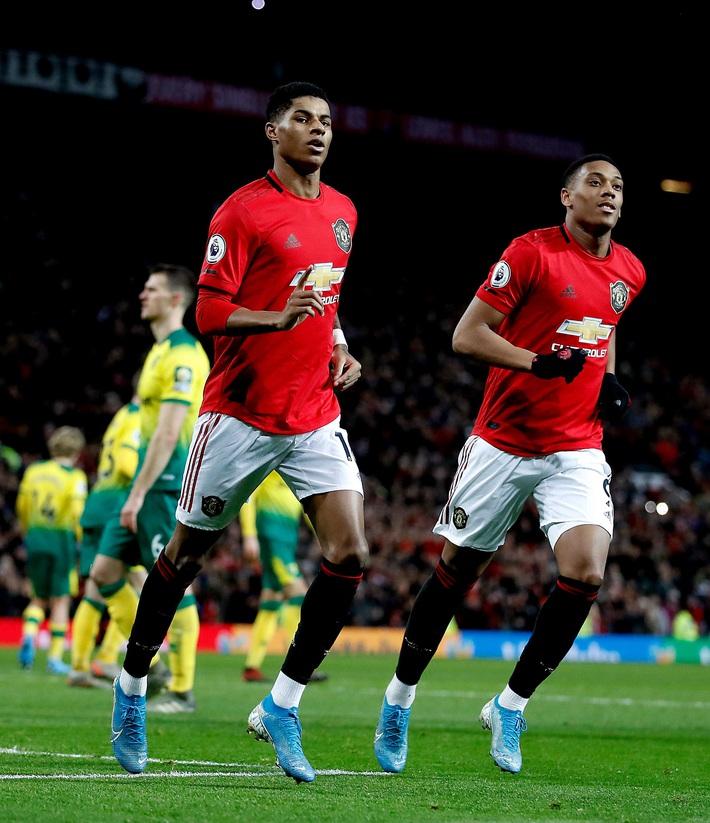 Siêu sao Man United hành động đẹp khi nước Anh rối loạn vì Covid-19 - Ảnh 1.